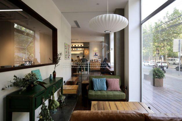 2_オフィス側からカフェ